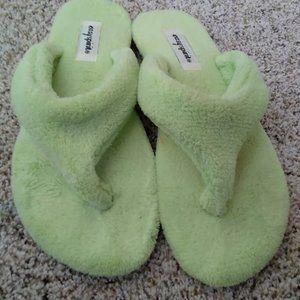 Easy Spirit Flip Flop Slippers